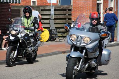 Ronde van Kloosterburen motorbegeleiding Hans Gerdez Arjen de Lange